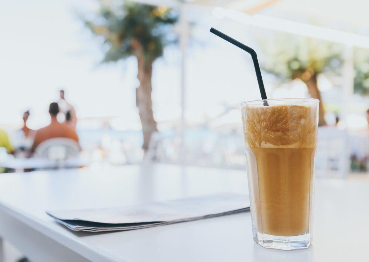 Idealna kawa na letnie upały – poczuj wakacyjne orzeźwienie!