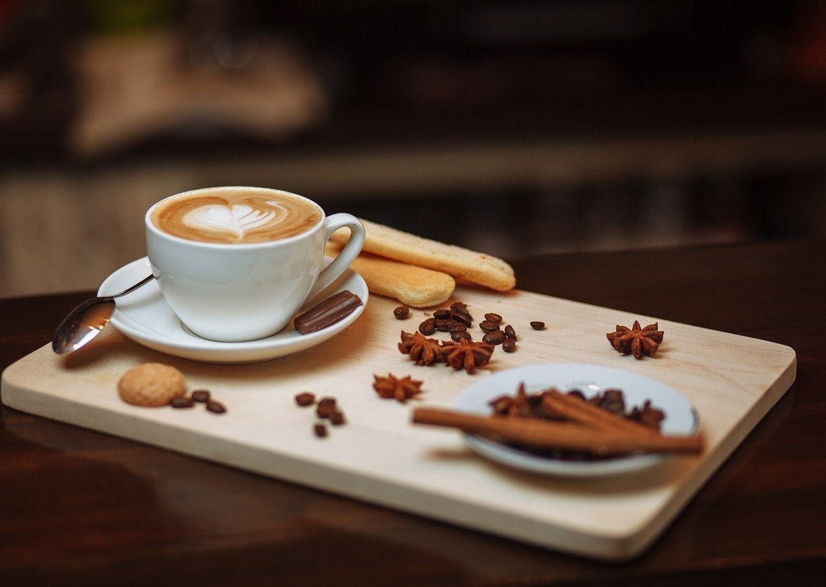 Klasyczne i mniej popularne dodatki do kawy